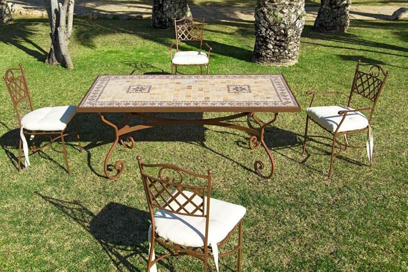 Mesa y sillones de terraza en forja